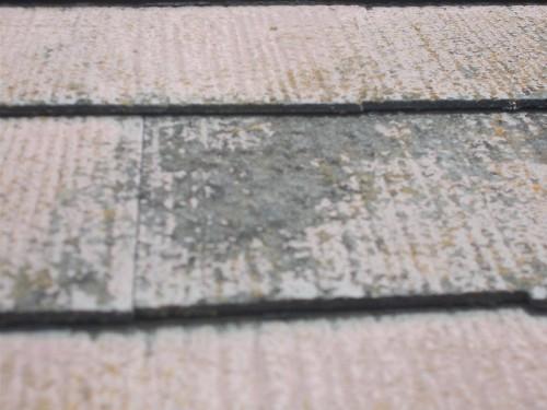 塗膜が基材から剥離しています
