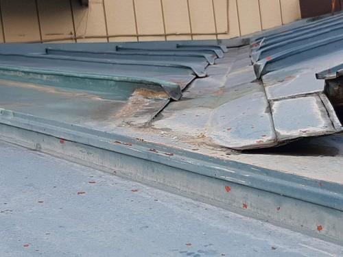 ケイナスホーム 屋根 塗膜の剥がれと錆の発生