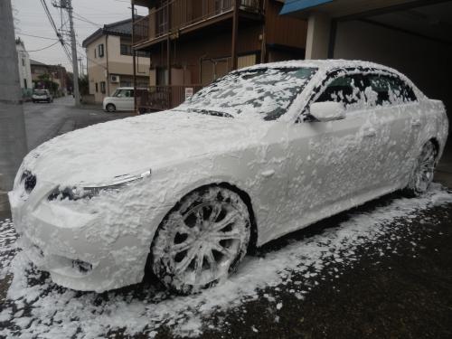BMWの泡洗車です。