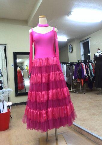 パーティー用 ピンクの可愛いらしいドレス