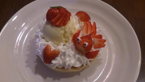 水戸市近郊 お好み焼き屋の可愛くて美味しい苺のパンケーキ