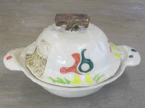 かわいい絵が描かれたkさんの土鍋が焼き上がりました。