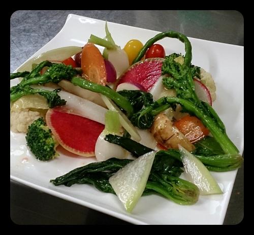 野菜を楽しめる人気の定番!「有機野菜盛り合わせサラダ」
