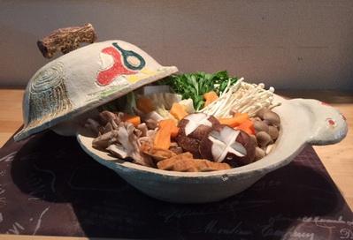 キノコがいっぱい入った土鍋の写真が届きました。
