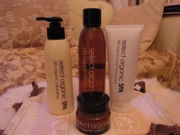セレクトオーガニックスパは、ローズの香りの自然派化粧品
