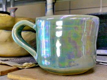 マグカップにラスターを塗って焼いたら虹色に、、。