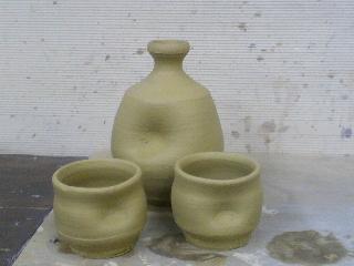 佐賀県の唐津焼の粘土で作った徳利とぐい飲み。