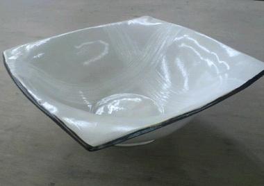 夏向きの素敵な四角な鉢が焼き上がりました。
