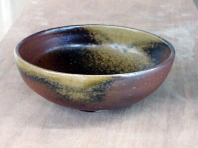 備前の浅鉢。生徒作品。備前らしいシックな焼き上がりです