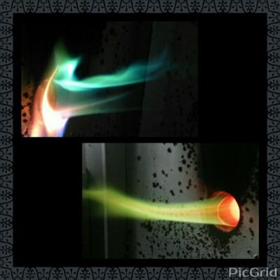 還元焼成を行いました。不思議な色の炎が、、。