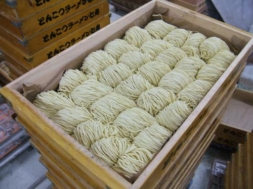 中華麺はなぜ黄色い?