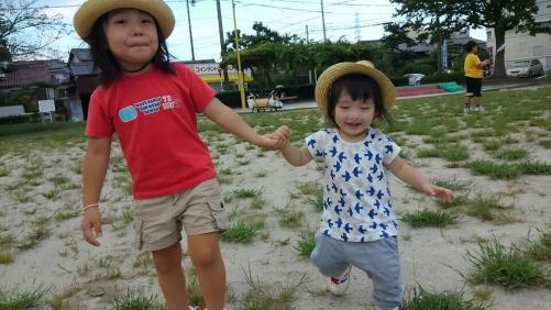 縦割りの保育所、二次保育の子供たちが小さい子の良い刺激です