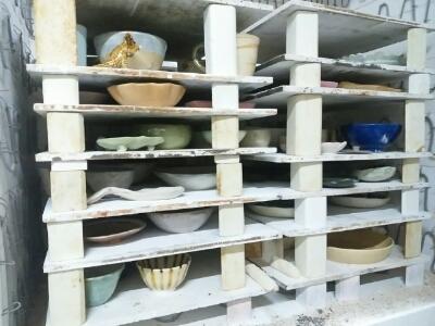 陶:芸窯の中は、まるで高層建築みたい。本焼きが済んだ窯の中。