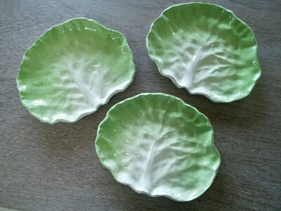 かわいいキャベツの葉のお皿が久々に焼きあがりました。