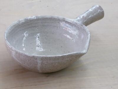 耐熱粘土で作られた片手鍋は、別名行平鍋と呼ばれています。