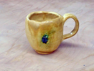 黄瀬戸のマグカップは、Sさんが初めて作った作品です。