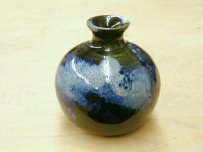 小ぶりな花瓶に浮かび上がる雲。陶芸教室 東京 国立けんほう窯