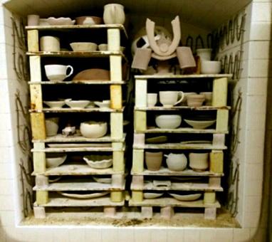 陶芸教室 東京 国立けんぼう窯。本焼きの窯詰め完了。