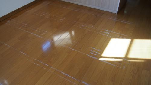 空室クリーニング 群馬 床の粘着テープ剥がし