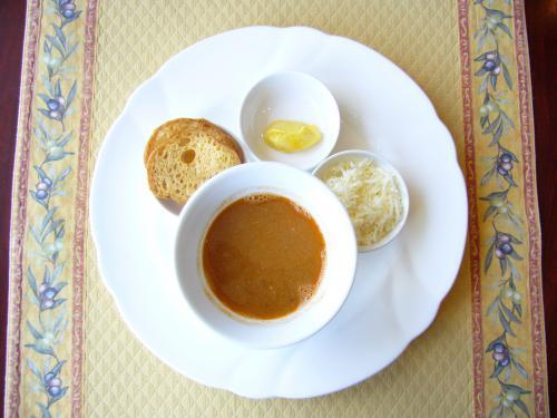 サフランの香りと魚の旨味!マルセイユ風スープ・ド・ポワソン