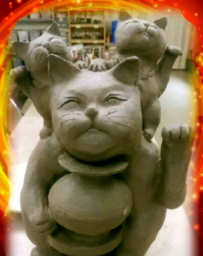 陶芸教室 東京国立けんぼう窯。かわいい招き猫3匹が合体。