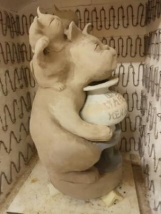 招き猫が窯に入りました。これから素焼きします。国立けんぼう窯
