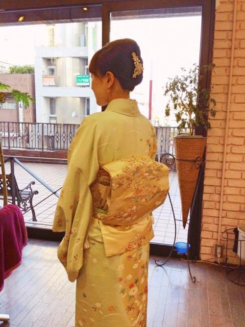 春らしい訪問着で結婚式。