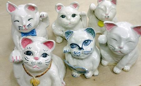 かわいい招き猫が6匹焼き上がり。陶芸教室 国立けんぼう窯