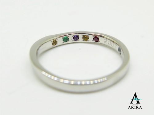 家族全員の誕生石を結婚指輪の内側に入れました