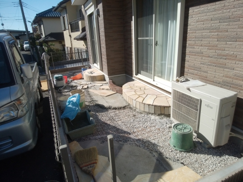 旭区で石貼り工事。