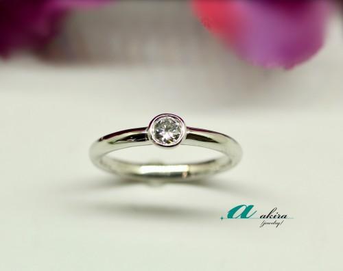 婚約指輪を普段使いに出来る指輪に致しました