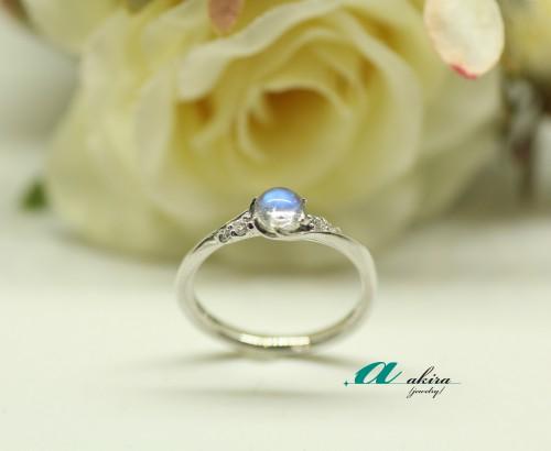 ブルームーンストーンで婚約指輪、中央区から御来店