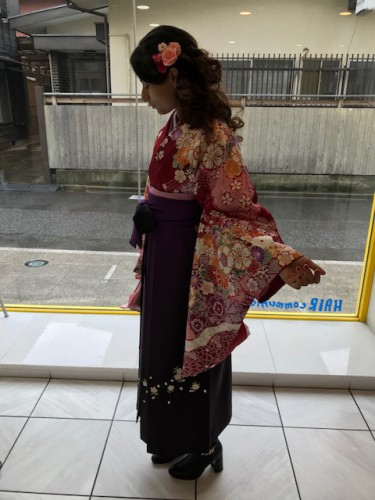 千歳烏山のYOU美容室で卒業式の袴の着付け