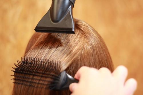 【髪の艶は簡単に出せる⁈ドライヤーの使い方】