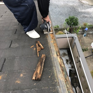 日高市で屋根コロニアルの補修工事をしてきました