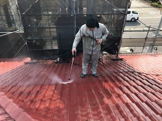 本日は屋根セメント瓦の高圧洗浄を致しました