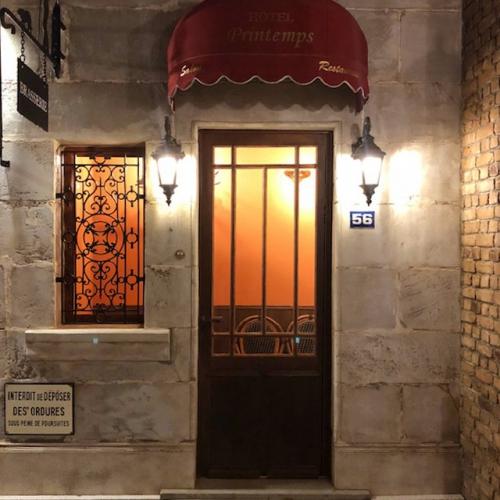パリのプチホテル