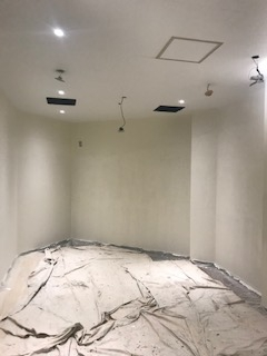 川越市シッピングモール喫煙所塗装工事施工中