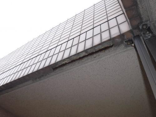 板橋区で軒下の爆裂によるタイル落下の状況を確認しました!