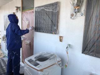 本日東松山市で外壁下塗り工事を施工しました