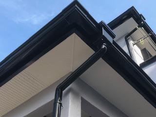 坂戸市で雨樋塗装工事が完了致しました