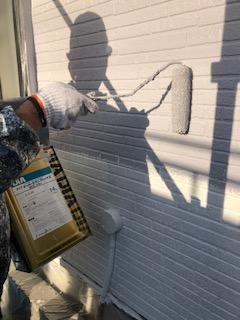 坂戸市でサイディング無機塗料で中塗りを施工してきました