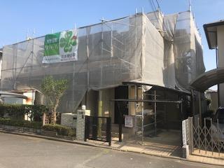 鳩山町で本日屋根・外壁塗装工事中です