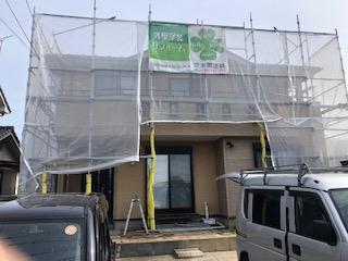 本日坂戸市で屋根・外壁塗装工事中です