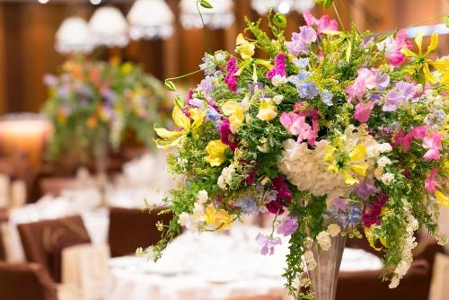お花もお二人を祝福しています【札幌 結婚式】