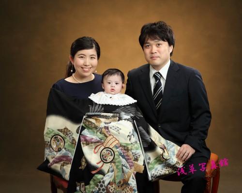 浅草神社から徒歩3分。お宮参りの写真は浅草写真館にお任せ!