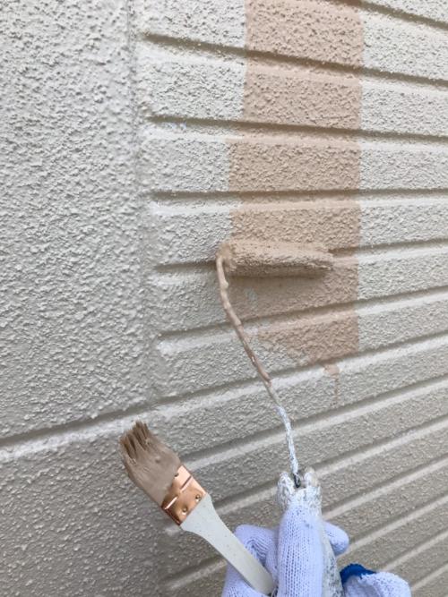 川越市鴨田で上塗り塗装工事