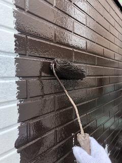 坂戸市でサイディングの中塗り塗装工事を施工してきました