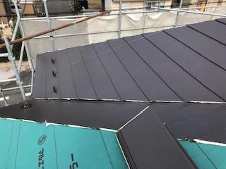 坂戸市で屋根横暖ルーフカバー工法を施工しました