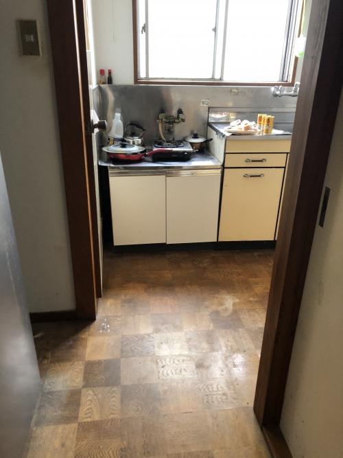 東京荒川区東尾久 キッチン床のリフォーム始めます